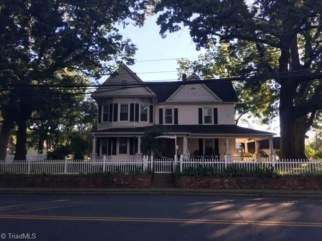403 W Main Street, Pilot Mountain, NC 27041 (MLS #938421) :: RE/MAX Impact Realty
