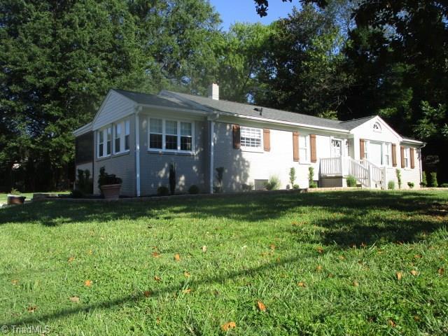 2701 Dellwood Drive, Greensboro, NC 27408 (MLS #939079) :: Ward & Ward Properties, LLC