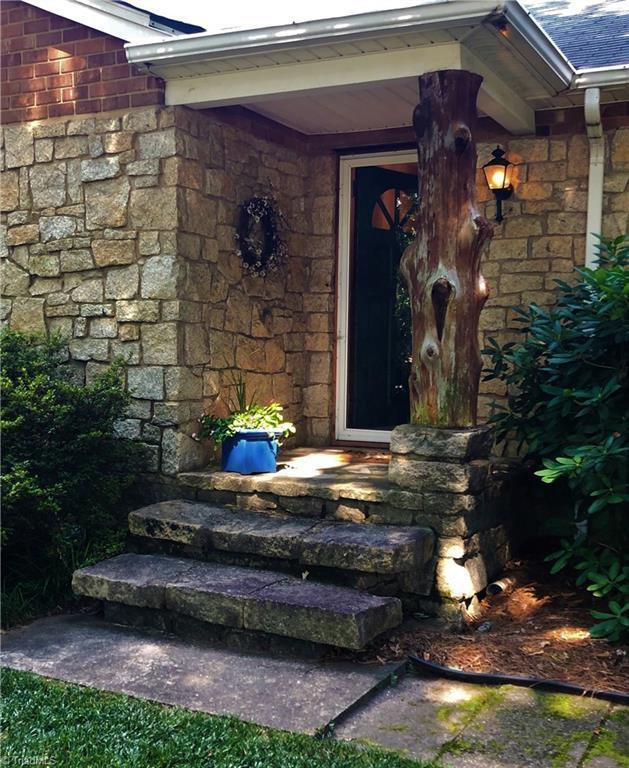 212 Lindley Road, Greensboro, NC 27410 (MLS #943164) :: Berkshire Hathaway HomeServices Carolinas Realty