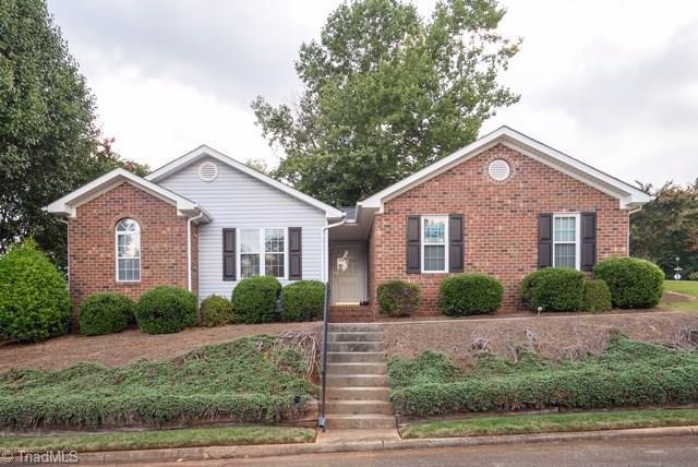 2 Brandywine Circle, Greensboro, NC 27409 (MLS #944278) :: HergGroup Carolinas | Keller Williams