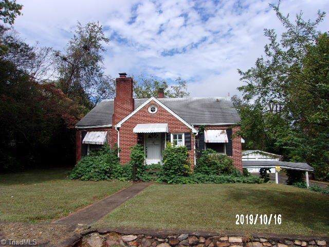 2101 12th Street E, Winston Salem, NC 27101 (MLS #954364) :: Ward & Ward Properties, LLC