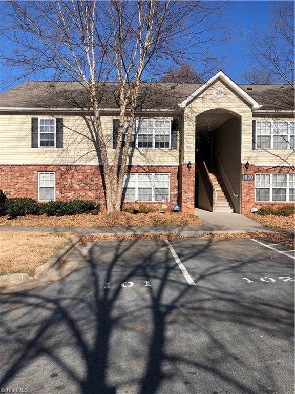 1820 Crest Hollow Drive, Winston Salem, NC 27127 (MLS #959330) :: RE/MAX Impact Realty