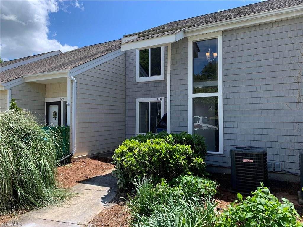 140 Golfview Drive - Photo 1