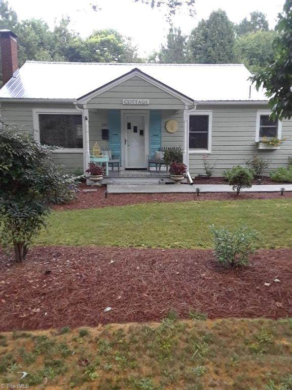 241 Avon Street, Mocksville, NC 27028 (MLS #988741) :: Berkshire Hathaway HomeServices Carolinas Realty