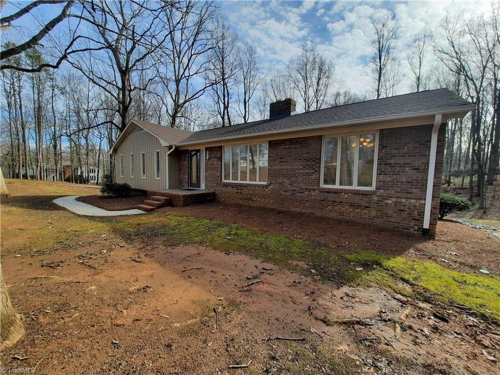 1421 Chesterfield Road - Photo 1