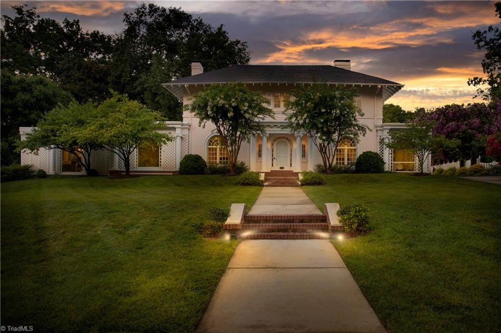 206 Sunset Drive - Photo 1
