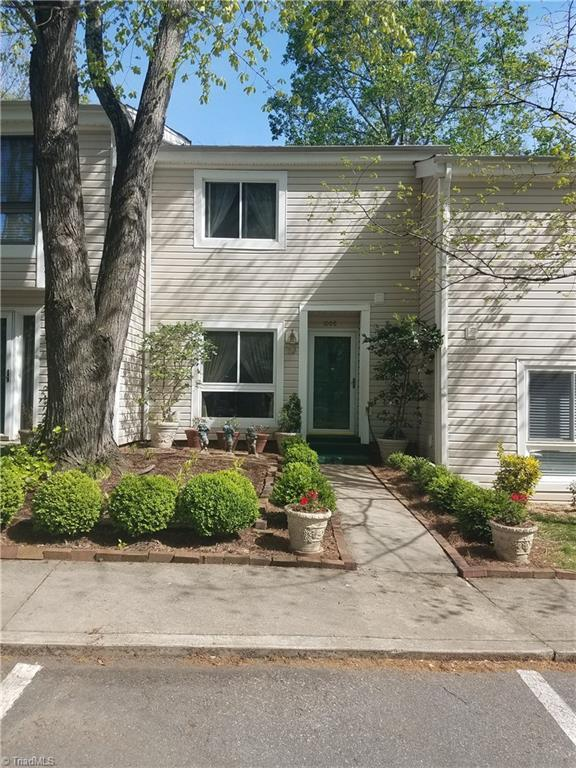 1008 Turtle Rock Lane, Winston Salem, NC 27104 (MLS #886092) :: Banner Real Estate