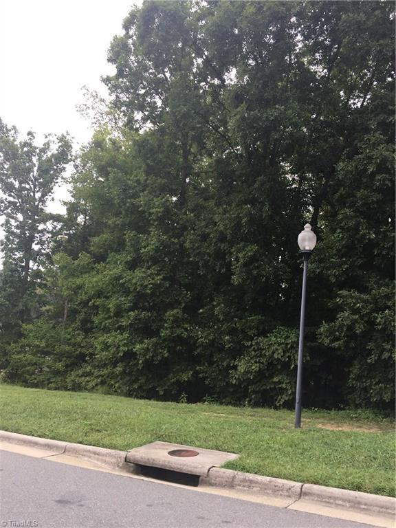 2261 Cambridge Oaks Drive, High Point, NC 27262 (MLS #902498) :: Kristi Idol with RE/MAX Preferred Properties