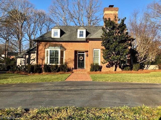 2555 Bitting Road, Winston Salem, NC 27104 (MLS #916202) :: Kristi Idol with RE/MAX Preferred Properties