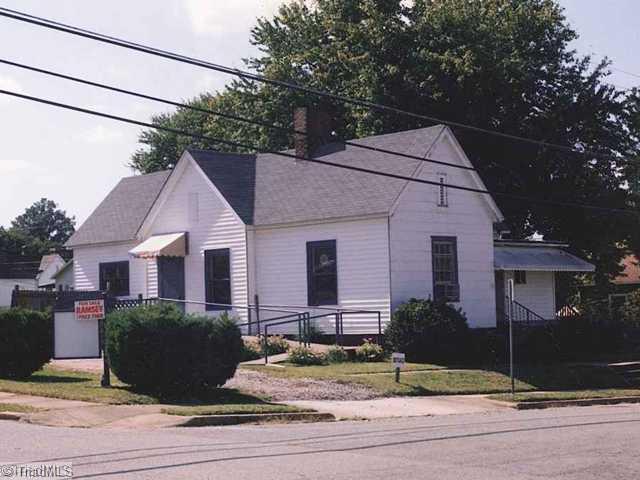 301 Ricks Drive, Winston Salem, NC 27103 (MLS #627514) :: Kristi Idol with RE/MAX Preferred Properties