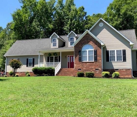 1995 Willow Chapel Court, Pleasant Garden, NC 27313 (MLS #896725) :: Kristi Idol with RE/MAX Preferred Properties