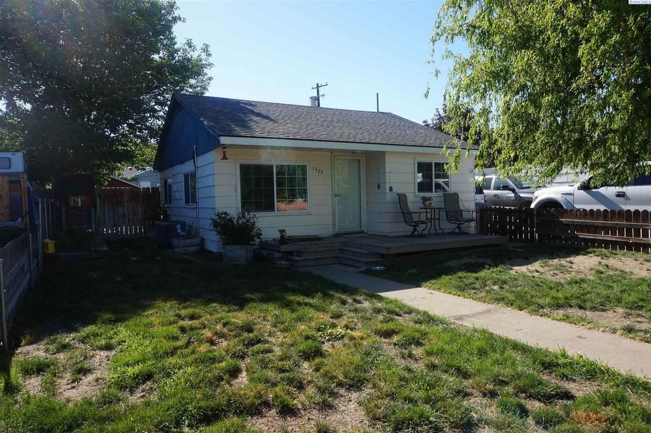 1325 Sanford Ave - Photo 1
