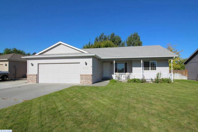 216 S Young Place, Kennewick, WA 99336 (MLS #223880) :: Dallas Green Team