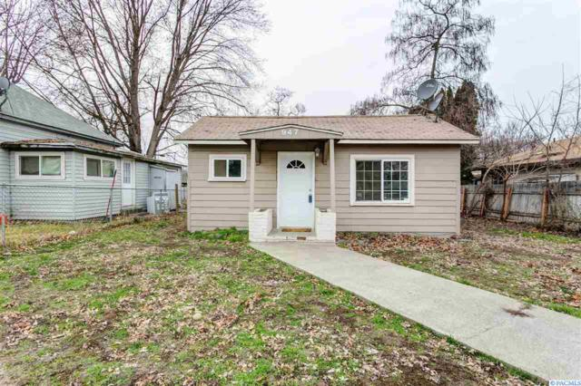 947 Florence St, Prosser, WA 99350 (MLS #227012) :: The Lalka Group
