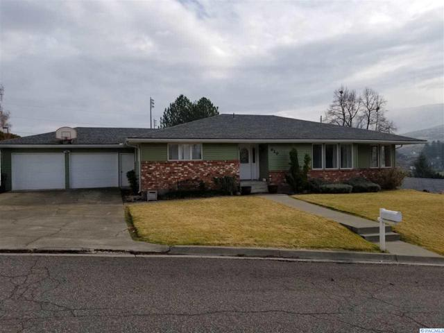920 Parkside Drive, Prosser, WA 99350 (MLS #227016) :: The Lalka Group