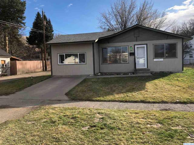 1007 Yakima Ave, Prosser, WA 99350 (MLS #227061) :: The Lalka Group