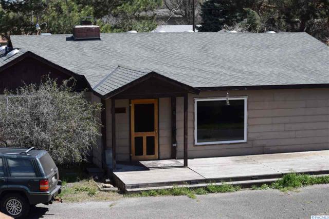 601 E 27th Avenue, Kennewick, WA 99337 (MLS #229128) :: The Lalka Group
