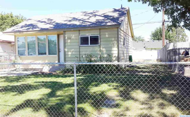 708 Smith Ave, Richland, WA 99352 (MLS #230491) :: Dallas Green Team