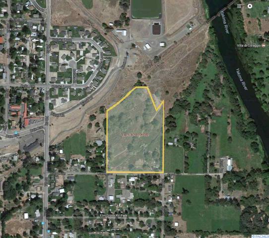 300 Carol Ave, Benton City, WA 99320 (MLS #230517) :: The Lalka Group
