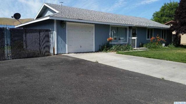 1403 Della Ave., Benton City, WA 99320 (MLS #230623) :: The Lalka Group