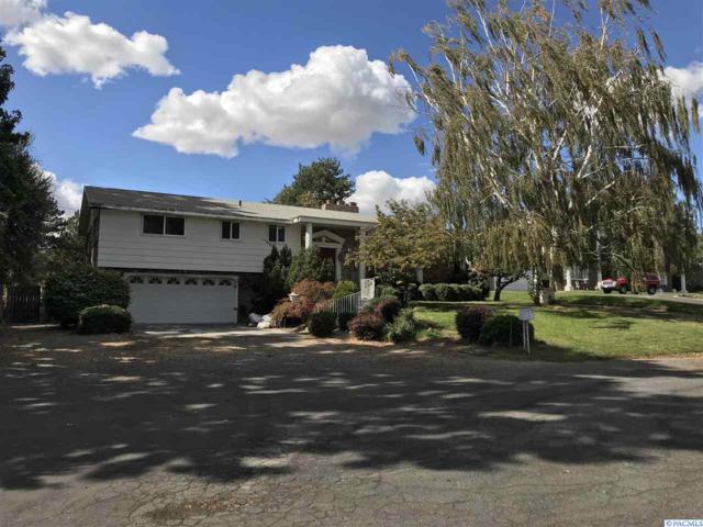 3220 S Everett Place, Kennewick, WA 99337 (MLS #232603) :: The Lalka Group