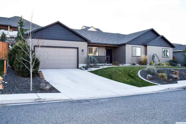 457 Charbonneau, Richland, WA 99352 (MLS #233825) :: Community Real Estate Group