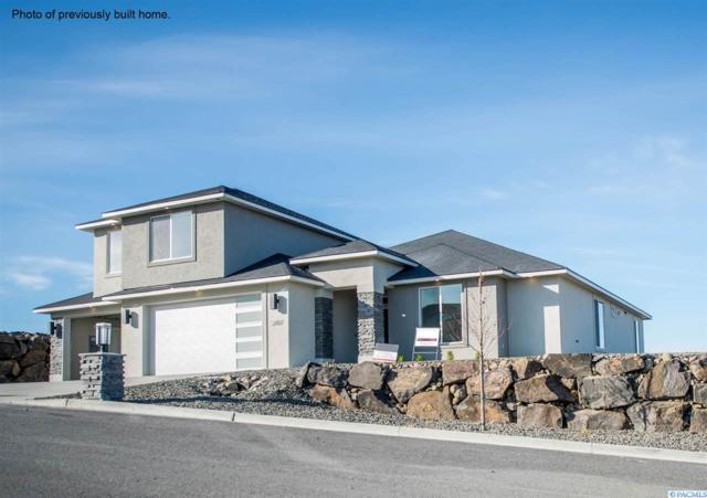 4801 Mcewan Dr, Richland, WA 99352 (MLS #233883) :: The Lalka Group