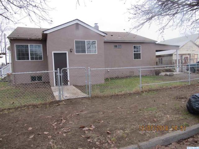 211 Dayton, Toppenish, WA 98948 (MLS #234238) :: Community Real Estate Group