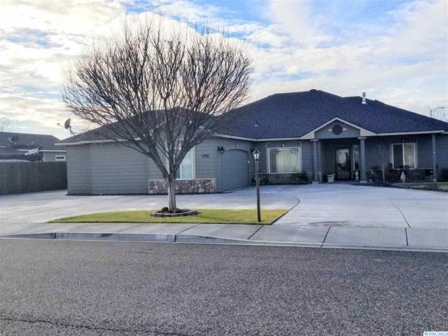1701 Elmwood Ave, West Richland, WA 99353 (MLS #234528) :: Premier Solutions Realty