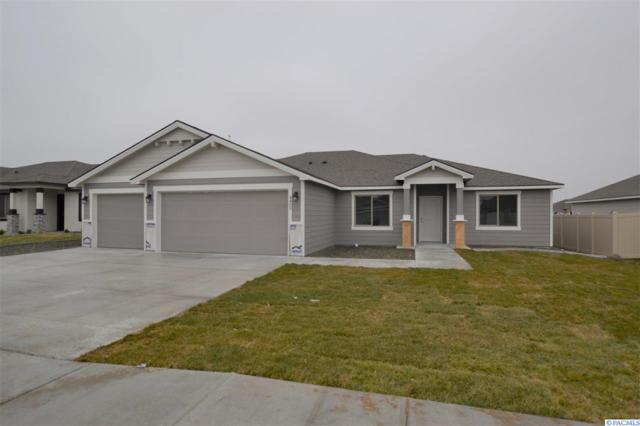 4409 Vermilion Ln, Pasco, WA 99301 (MLS #235417) :: The Lalka Group