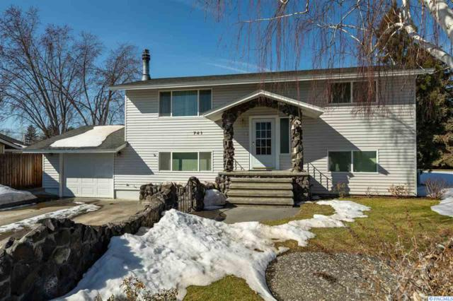 741 Grosscup Blvd, West Richland, WA 99353 (MLS #235871) :: The Lalka Group