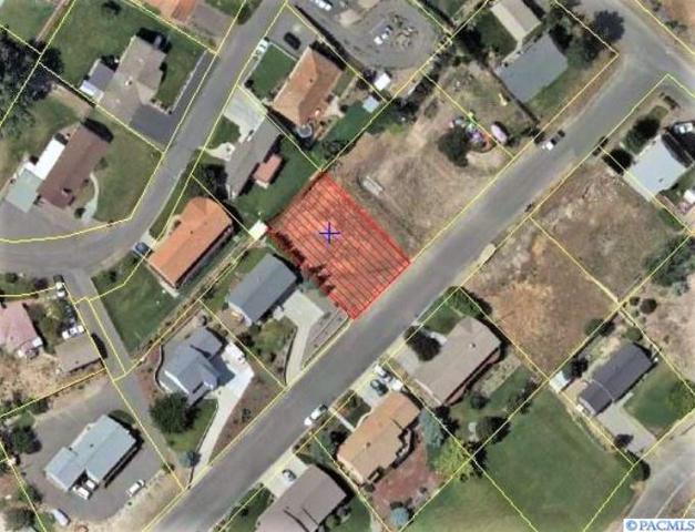 922 Ann Ave, Sunnyside, WA 98944 (MLS #236531) :: The Lalka Group