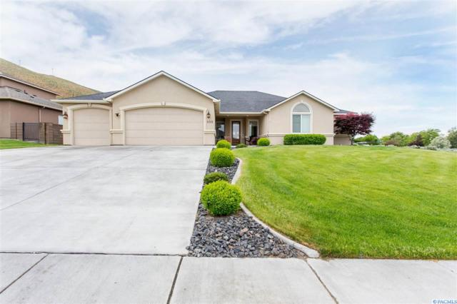 1215 Plateau Dr, Richland, WA 99352 (MLS #237386) :: The Lalka Group