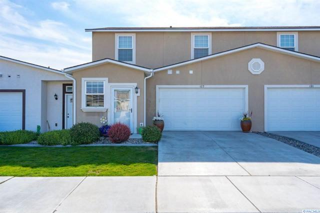 127 S Tweedt Pl, Kennewick, WA 99336 (MLS #238694) :: The Lalka Group
