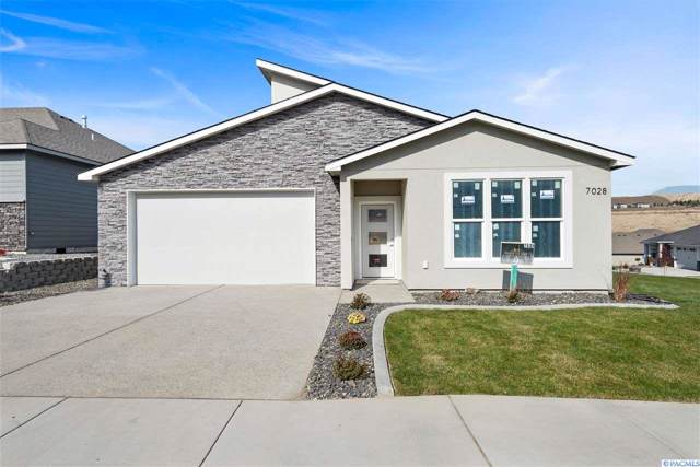 7028 W 32nd Avenue, Kennewick, WA 99338 (MLS #241325) :: The Phipps Team