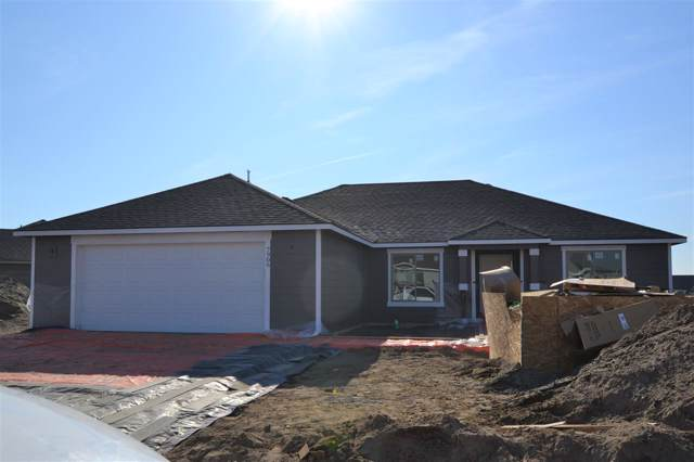 7906 Cassiar Dr, Pasco, WA 99301 (MLS #241909) :: The Phipps Team