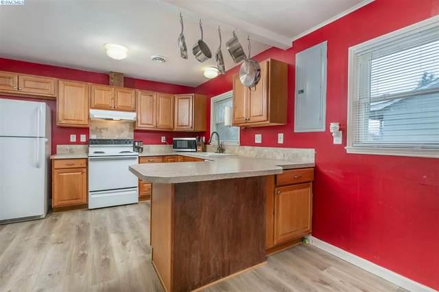 1017 Winslow Ave, Richland, WA 99354 (MLS #246649) :: Community Real Estate Group