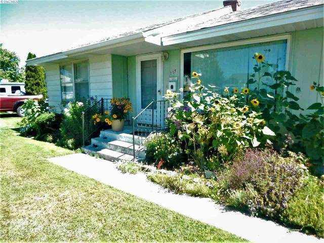 117 S Yelm, Kennewick, WA 99336 (MLS #246957) :: Tri-Cities Life