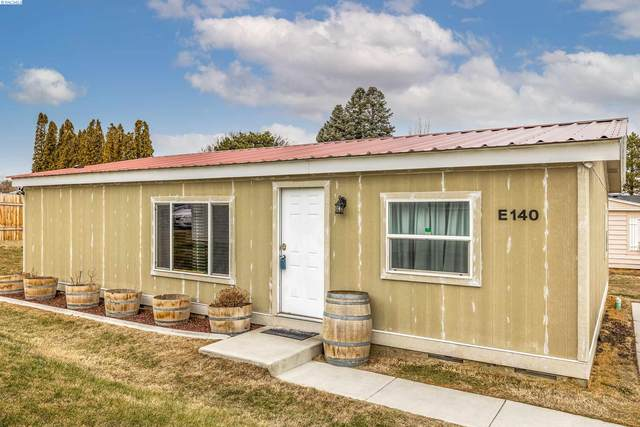 1724 W 45th Ave, Kennewick, WA 99337 (MLS #251640) :: Dallas Green Team