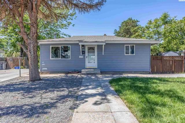 1620 S Dayton Place, Kennewick, WA 99337 (MLS #254486) :: Premier Solutions Realty