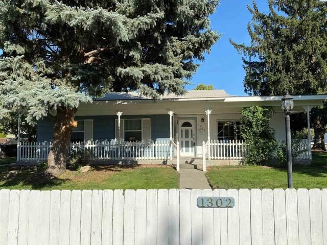 1302 Cedar Ave., Richland, WA 99354 (MLS #256416) :: Matson Real Estate Co.