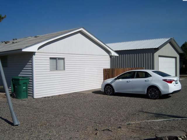 1002 S Highland Drive, Kennewick, WA 99337 (MLS #256532) :: Shane Family Realty
