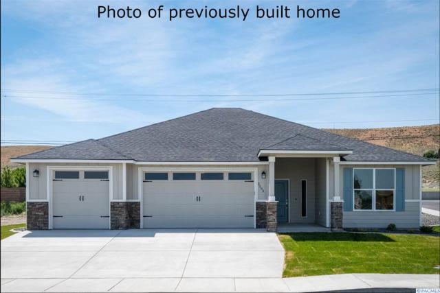 3129 S Young Pl, Kennewick, WA 99338 (MLS #236584) :: Dallas Green Team