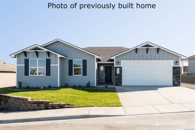 7007 W 33rd Pl, Kennewick, WA 99338 (MLS #236585) :: Community Real Estate Group