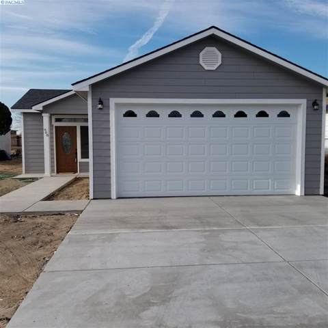 608 S Douglas Ave, Pasco, WA 99301 (MLS #241070) :: Dallas Green Team