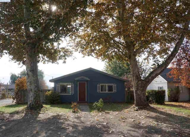1003 Della Ave, Benton City, WA 99320 (MLS #241719) :: The Lalka Group