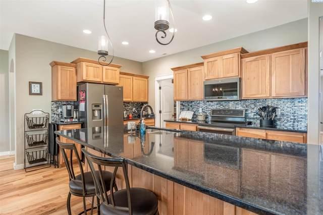 1703 W 52nd Ave, Kennewick, WA 99337 (MLS #255563) :: Shane Family Realty