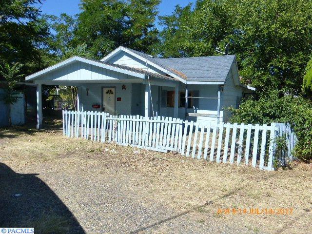 718 E 8th Ave, Kennewick, WA 99336 (MLS #223888) :: Dallas Green Team