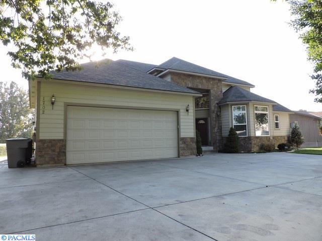 1702 Gaillard Place, Richland, WA 99354 (MLS #224860) :: Dallas Green Team