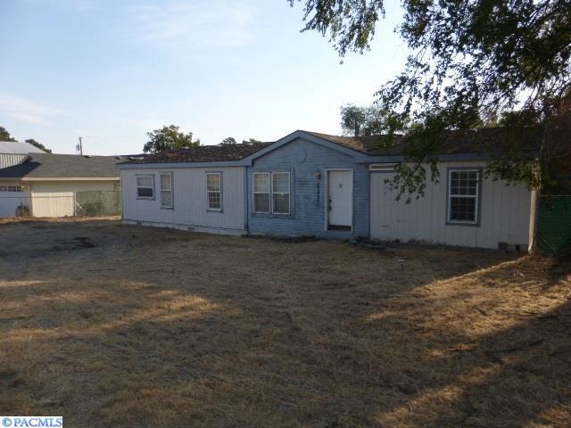 1700 N Harrington Rd, West Richland, WA 99353 (MLS #226191) :: Dallas Green Team
